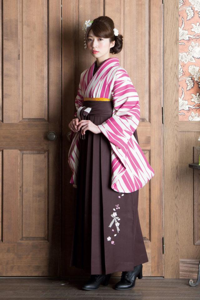 着物:矢がすり ピンク特大 袴:OM茶リボン