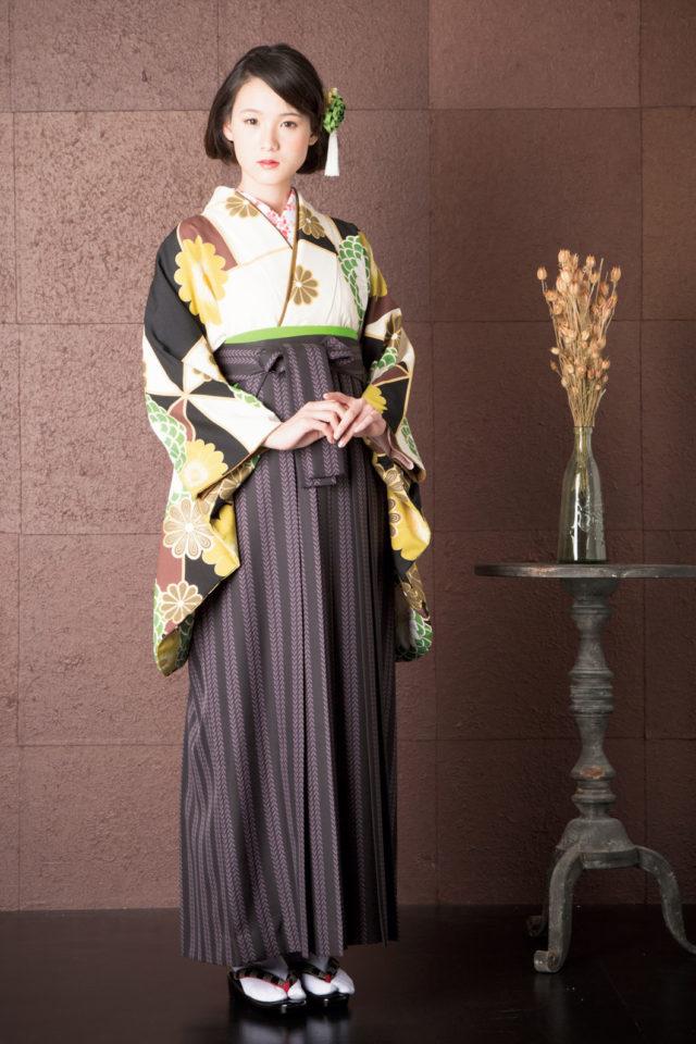 着物:OUグリ‐ン菊万華鏡 袴:OM黒リ-フ
