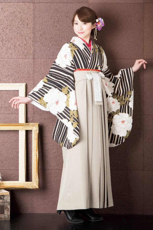 着物:K黒たて縞ボタン 袴:MYベ-ジュレ-ス